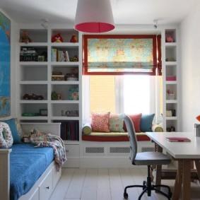 Встроенные полки в детской комнате