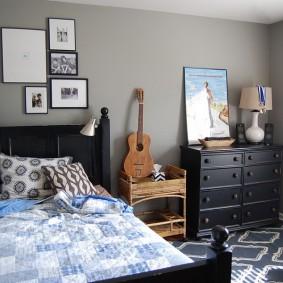 Декор фотографиями стены над кроватью