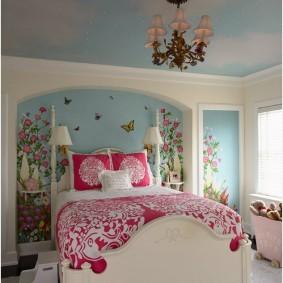 Люстра на потолке спальни для девочки