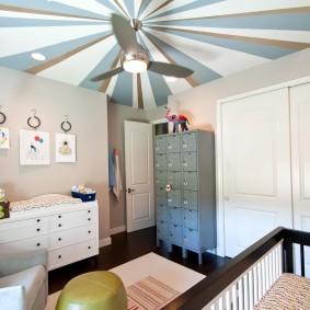 Полосатая окраска потолочного покрытия