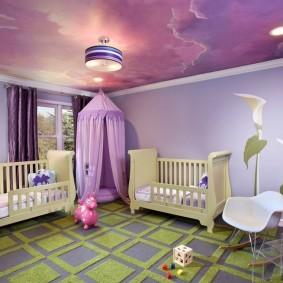 Детские кроватки в комнате частного дома