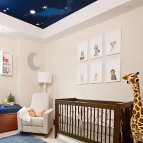 Ночное небо на потолке детской комнаты