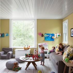Пластиковые панели на потолке детской