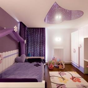 Комбинированный потолок в комнате дочери