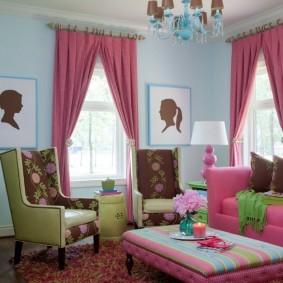 Розовые шторы с креплением на кольцах