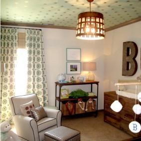 Потолочный светильник с деревянным абажуром