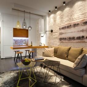 Кирпичная стена в уютной гостиной