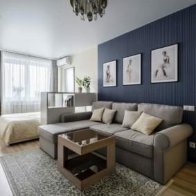 Интерьер небольшой гостиной со спальным местом