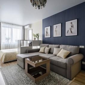 Угловой диван в гостиной со спальным местом