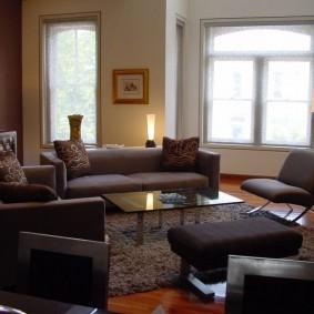 Коричневая мебель с тканевой обивкой