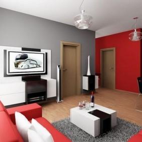 Красно-серая гостиная в квартире панельного дома