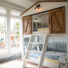 Двухъярусная детская кровать в форме домика