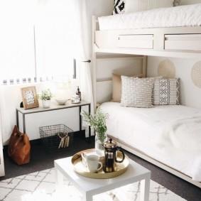 Спальное место девочек одного возраста