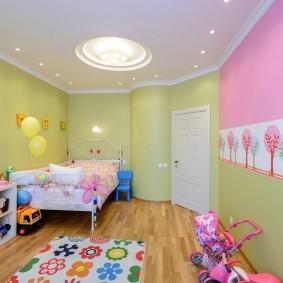 Светлая детская в городской квартире