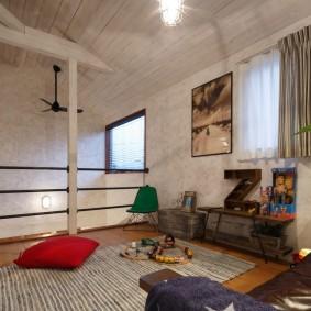 Просторная комната в мансарде загородного дома