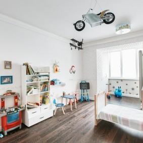 Современная детская комната с балконом