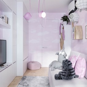 Узкая комната в розовых оттенках