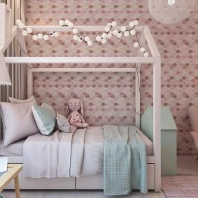 Детская кроватка небольшого размера