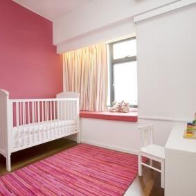 Розово-белая комната в стиле минимализма