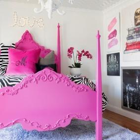 Розовая кровать для девочки подростка