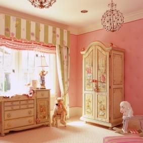 Детская мебель песочного цвета
