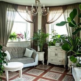 Зимний сад в гостиной комнате