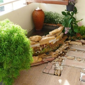Зимний сад с водоемом на балконе квартиры