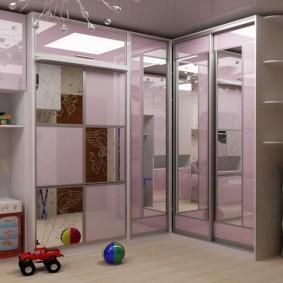 Комплект мебели для детской с зеркальными шкафами