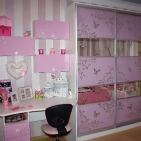 Розовые фасады детской мебели
