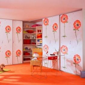 Напольное покрытие оранжевого цвета