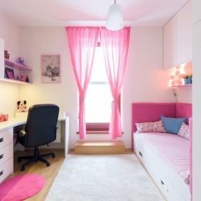 Легкая занавеска из розовой вуали