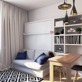 Рабочий стол в маленькой гостиной