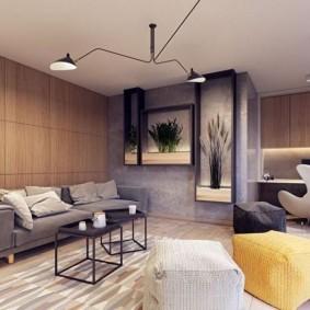 Серый диван в гостиной квартиры
