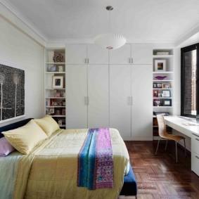 Комната подростка с белой мебелью