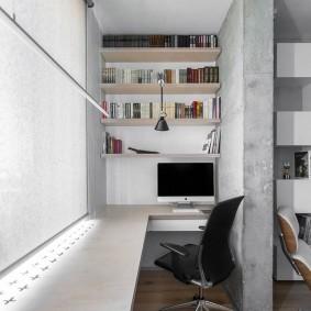 Офисный стул черного цвета