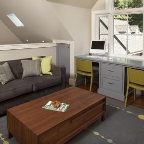 Серый письменный стол в мансарде загородного дома