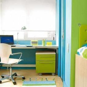 Сине-зеленая мебель в комнате мальчика