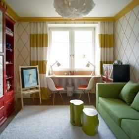 Зеленый диван в детской комнате