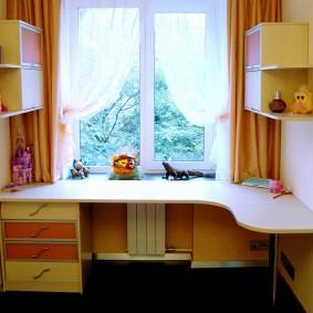 Угловой стол из качественной ДСП для детской
