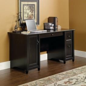 Стильная модель письменного стола