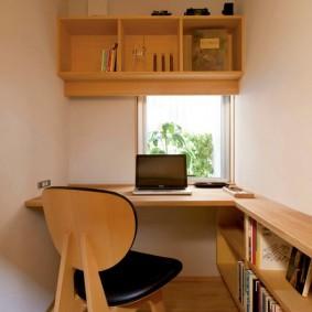 Встроенная мебель в небольшом кабинете