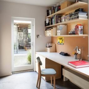 Уютный кабинет в загородном доме