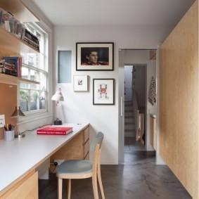 Серый пол в интерьере кабинета