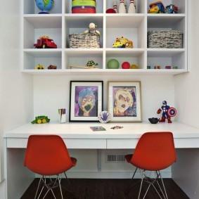 Рабочий стол для двоих творческих людей