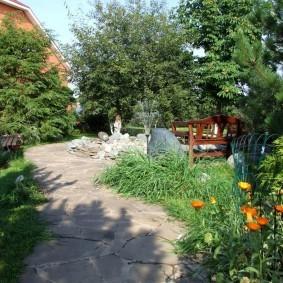 Садовая тропинка из плоского камня