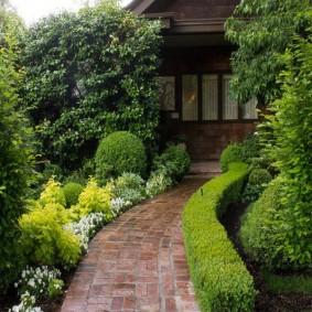 Клинкерная плитка на садовой дорожке