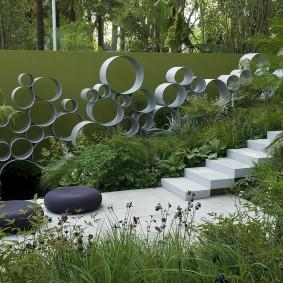 Декор садового участка в стиле хай тек