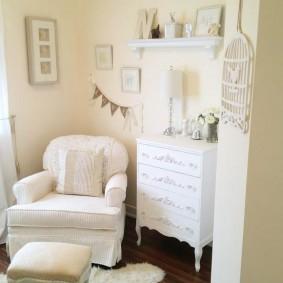 Светлая мебель в классическом стиле