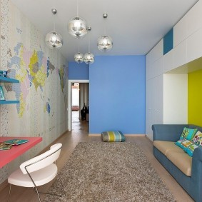 Голубая стена в интерьере детской