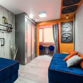 Шкаф с раздвижными дверцами в комнате мальчиков